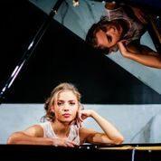 Eleonora Betti presenta a Radio Fly il suo album d'esordio intervistata da Raffaella Torzoni sabato 17 marzo ore 11.30