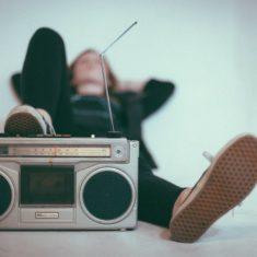 """""""English Flies To The Radio"""". Episodio 4"""