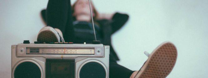 """English Flies To The Radio"" da lunedì 6 a giovedì 9 luglio, ore 15.15"